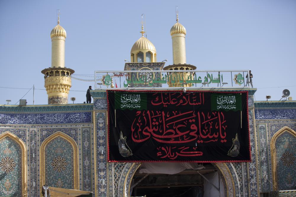 تصویر گزارش تصویری ـ سیاه پوشی آستان مقدس عباسی در شهر مقدس کربلا به مناسبت فرا رسیدن ماه محرم و عزای حسینی