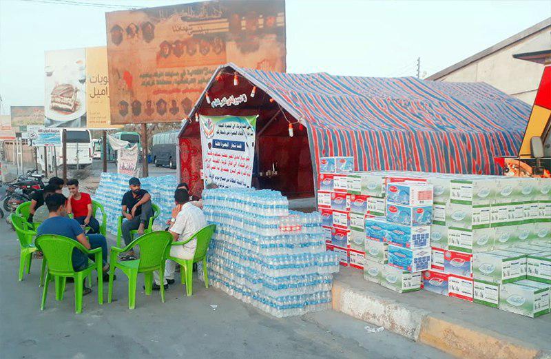 تصویر ارسال آب آشامیدنی به شهر بصره توسط جمعیت ایادی الخیر