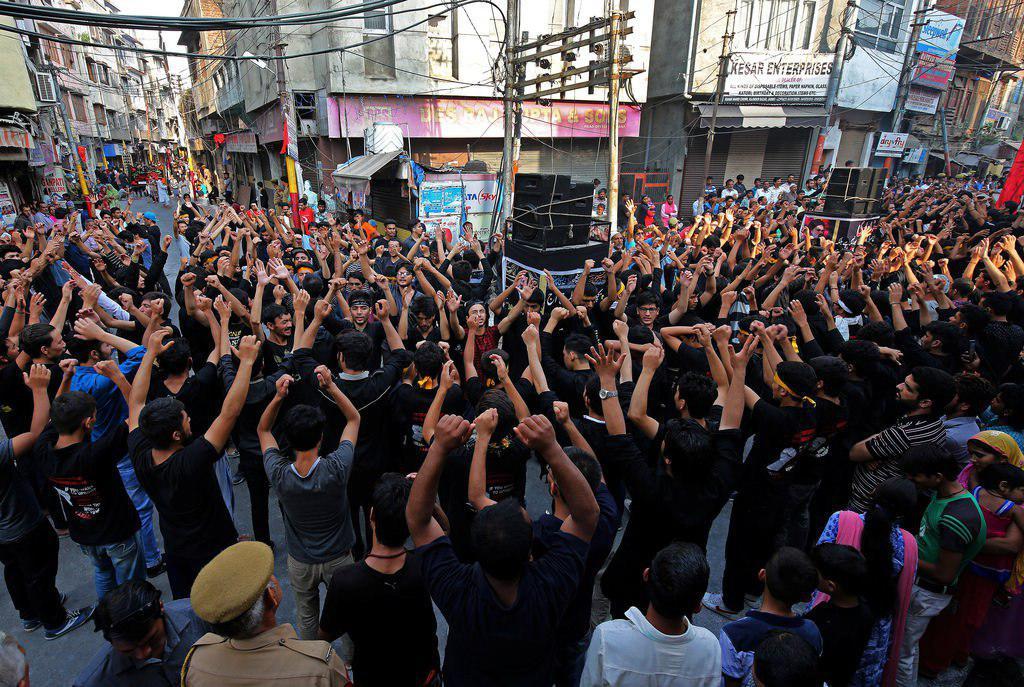 تصویر فعالان شیعه کشمیر به ممنوعیت اقامه شعائر حسینی در این کشور اعتراض نمودند