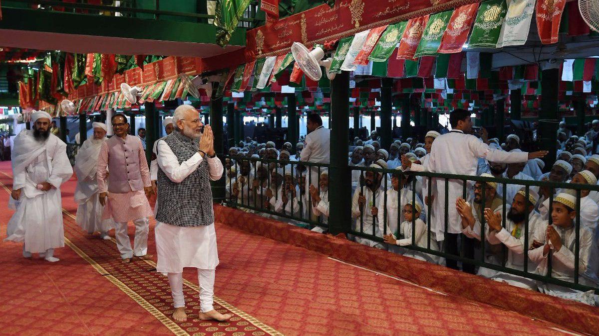 تصویر حضور نخستوزیر هندوستان در میان عزاداران حسینی