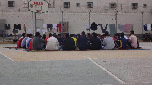 تصویر شکنجه زندانیان بحرینی به دلیل برپایی عزاداری حسینی