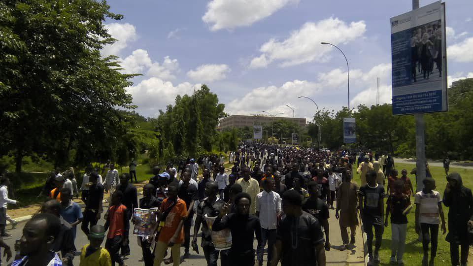 تصویر مراسم عاشورای حسینی در بیش از ۳۰ شهر نیجریه برگزار شد