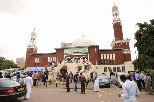 تصویر وزیر ادیان انگلیس خواستار برگزاری گردش علمی به مساجد توسط مدارس شد