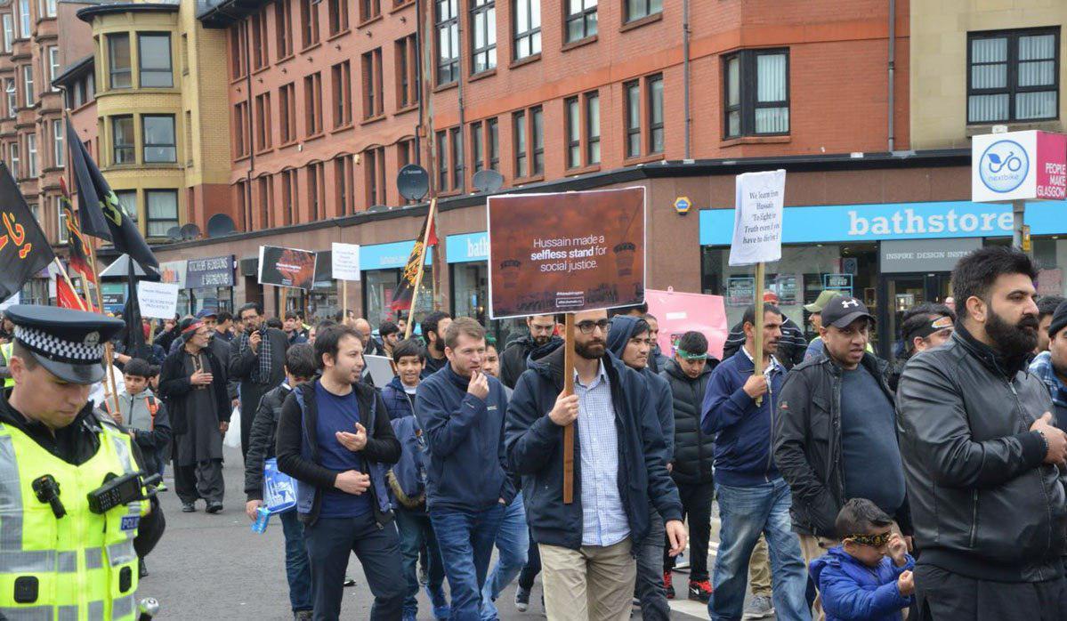 تصویر گزارش تصویری ـ دسته عزاداری شیعیان در خیابان های گلاسکو در اسکاتلند به مناسبت عزای حسینی