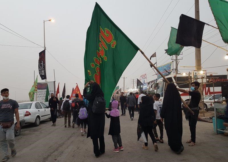تصویر انتقال رایگان زائران ایرانی از مرزها به سوی عتبات عالیات توسط رانندگان عراقی
