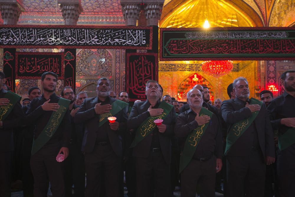 تصویر گزارش تصویری ـ عزاداری خادمان حرم حسینی و عباسی در هفتمین روز از شهادت سید الشهدا علیه السلام در شهر مقدس کربلا