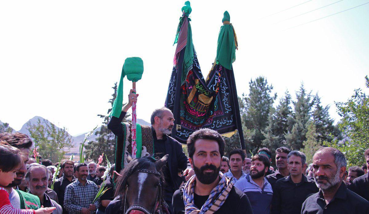 تصویر برگزاری آیین قالیشویان با حضور گسترده شیعیان درمشهد اردهال کاشان