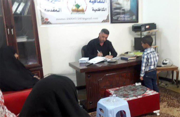 تصویر توزیع کمک های خیریه در میان خانواده های نیازمند شهر مقدس کاظمین