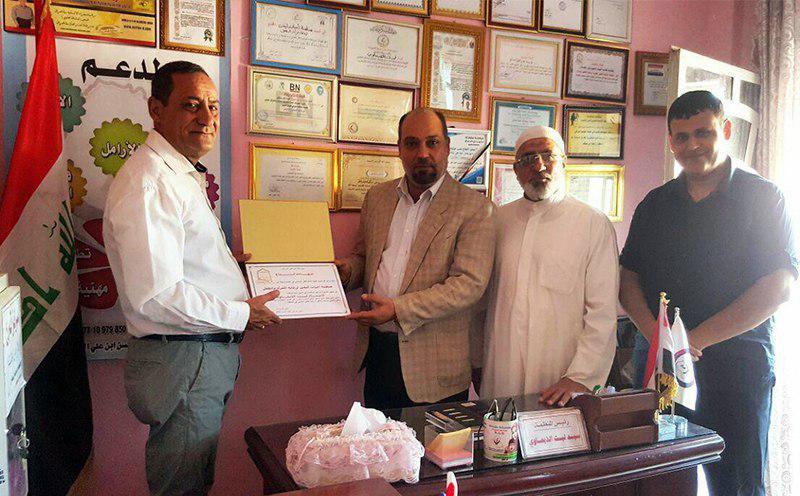 تصویر توزیع کمک های خیریه مرکز اندیشه اسلامی اهل بیت علیهم السلام در بغداد