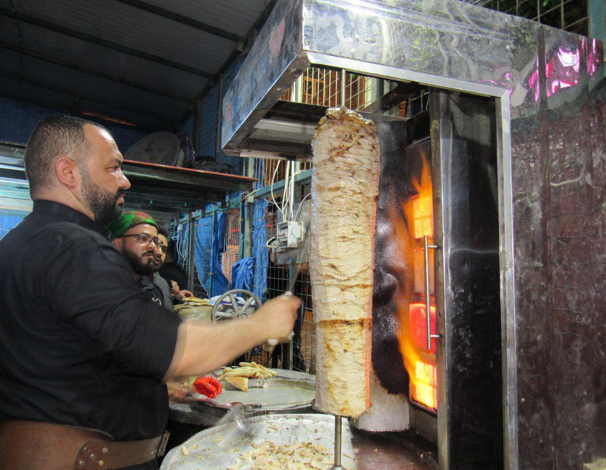 تصویر خدمت رسانی مواکب مرتبط با مرجعیت به زائران اربعین حسینی