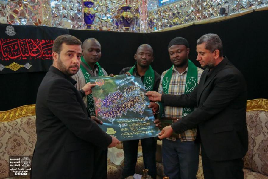 Photo of تشرف هیئتی از شیعیان کامرون به زیارت حرم امیرالمؤمنین علیه السلام