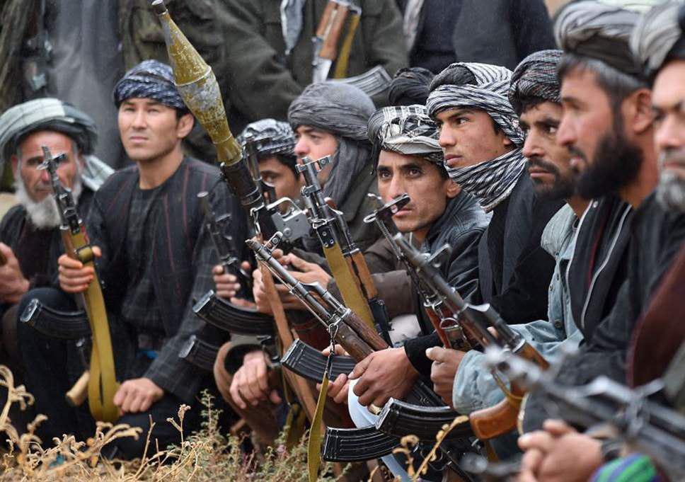 تصویر هزارههای شیعه به ناچار برای دفاع از خود سلاح به دست گرفتند