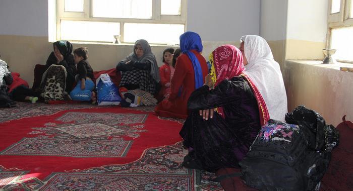 تصویر ۹۰۰  خانواده شیعه افغانستانی نیازمند کمک هستند