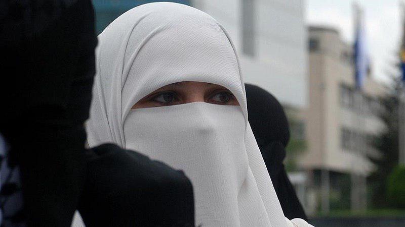 تصویر شهردار آمستردام: به اجرای قانون منع برقع در شهر فکر نمیکنم