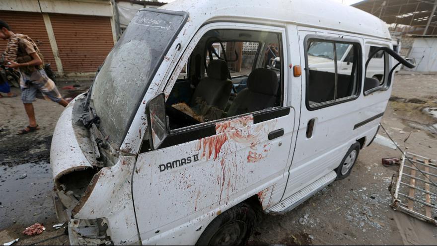 تصویر شهید و مجروح شدن ۹ شهروند یمنی در حمله ائتلاف سعودی