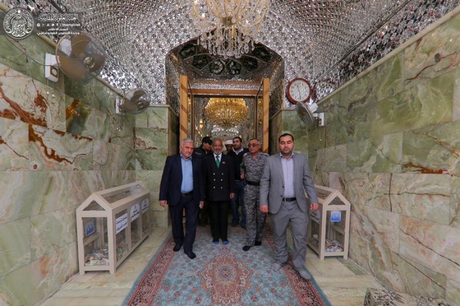 تصویر تشرف سفیر سریلانکا در عراق به حرم مطهر امیرالمومنین  علیه السلام