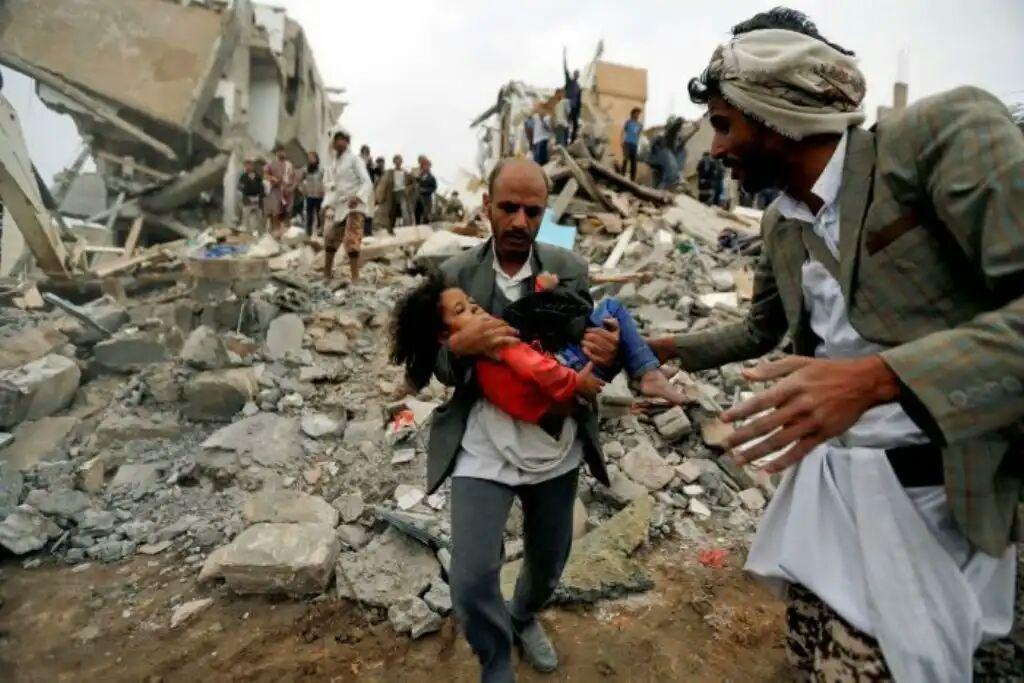 تصویر شهید و مجروح شدن ۱۸ یمنی در حمله ائتلاف سعودی