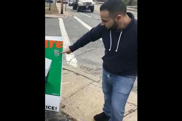 تصویر پوسترهای نژادپرستانه در منطقه شهری ایلینوی مسلمانان را نگران کرد
