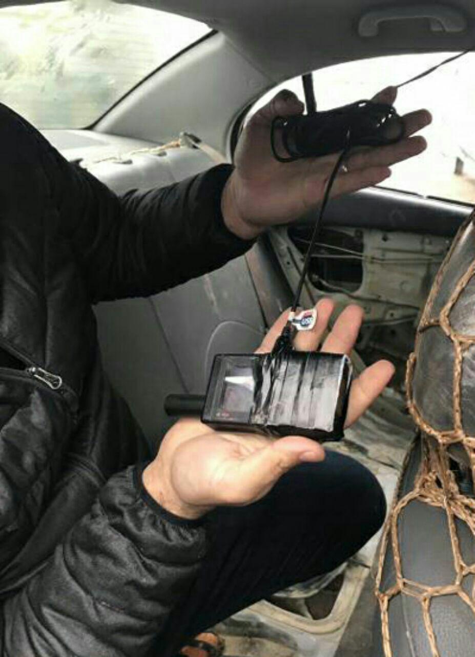 تصویر بازداشت یک مهاجم نوجوان انتحاری با خودرویی بمبگذاری شده، در عراق