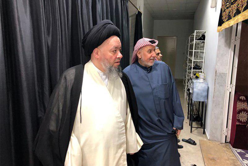 تصویر بازدید فرزند مرجعیت شیعه، از حسینیه حضرت رسول اعظم صلی الله علیه وآله در کشور کویت