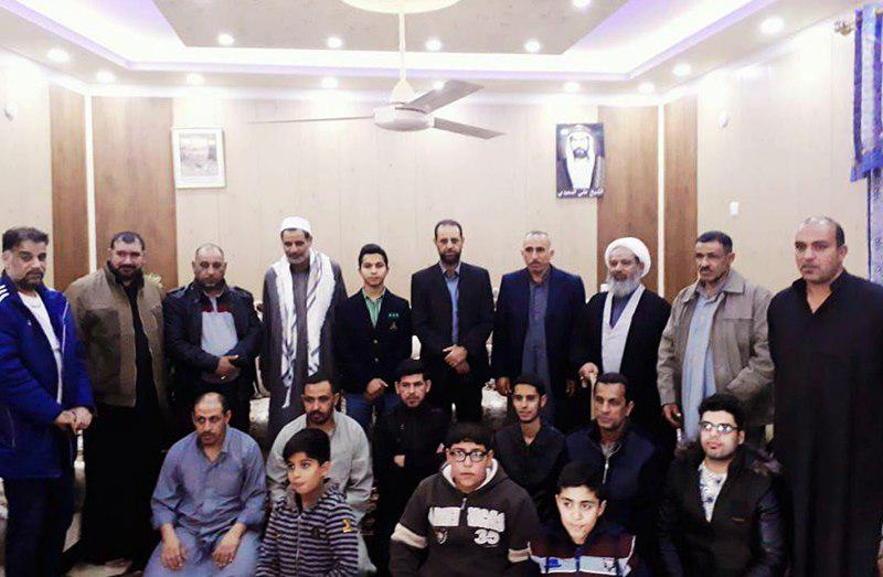 تصویر حضور مدیر یکی از مراکز مرتبط با مرجعیت در محفلی قرآنی