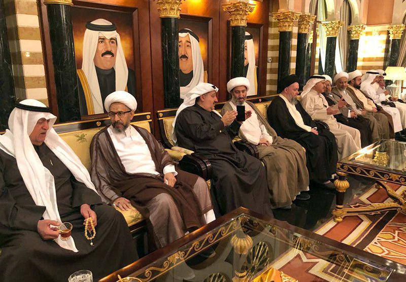 تصویر حضور آیت الله سید حسین شیرازی در دیوانیه «حاج جواد بوخمسین» در کشور «کویت»