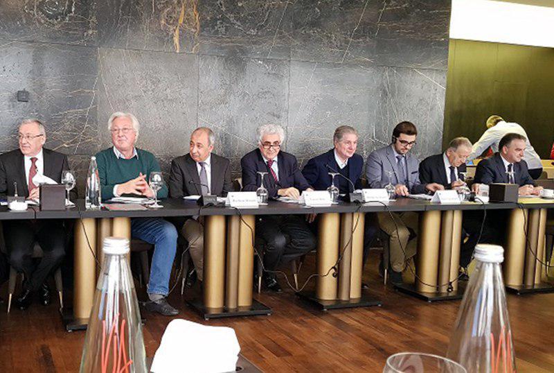 تصویر حضور مدیر و اعضای مرکز النبأ در همایش آینده سوریه و عراق در بیروت