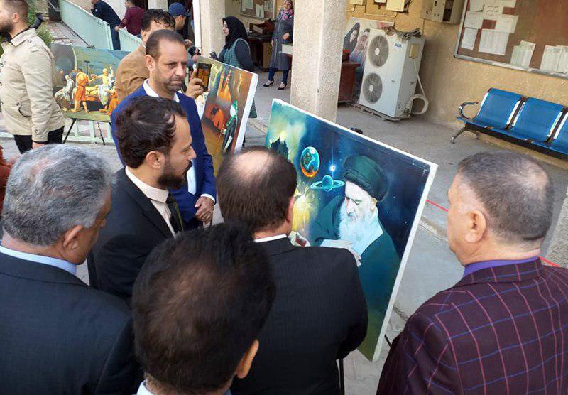 تصویر بازدید مدیر مرکز امام صادق علیه السلام از نمایشگاه هنرهای تجسمی اداره آموزش و پرورش منطقه کرخ در شهر مقدس کاظمین