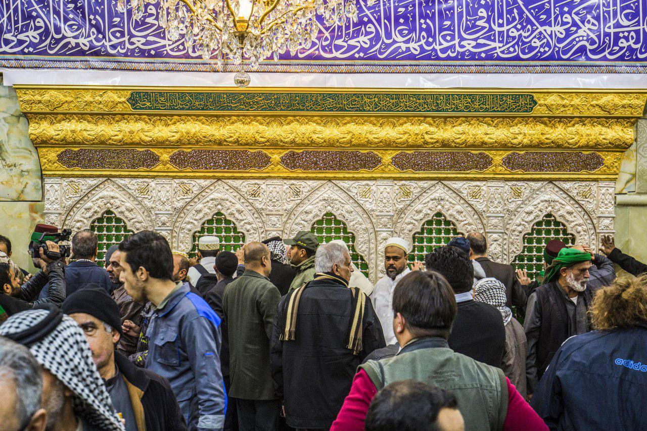 تصویر بازگشایی ضریح جدید شهدای کربلا در حرم امام حسین علیه السلام بر روی زائران