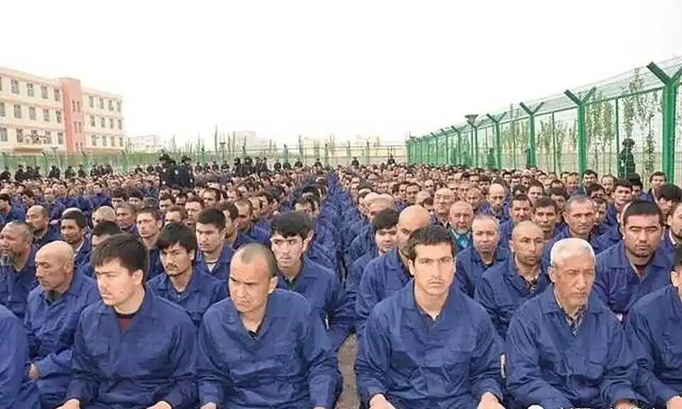تصویر چین ایغورها را در اردوگاههای بازپروری سرکوب میکند