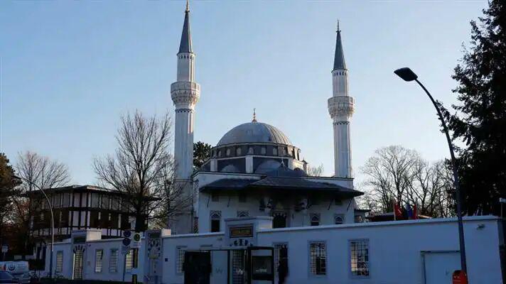 تصویر آلمان برای مقابله با افزایش جمعیت مسلمانان مالیات آنها را افزایش میدهد