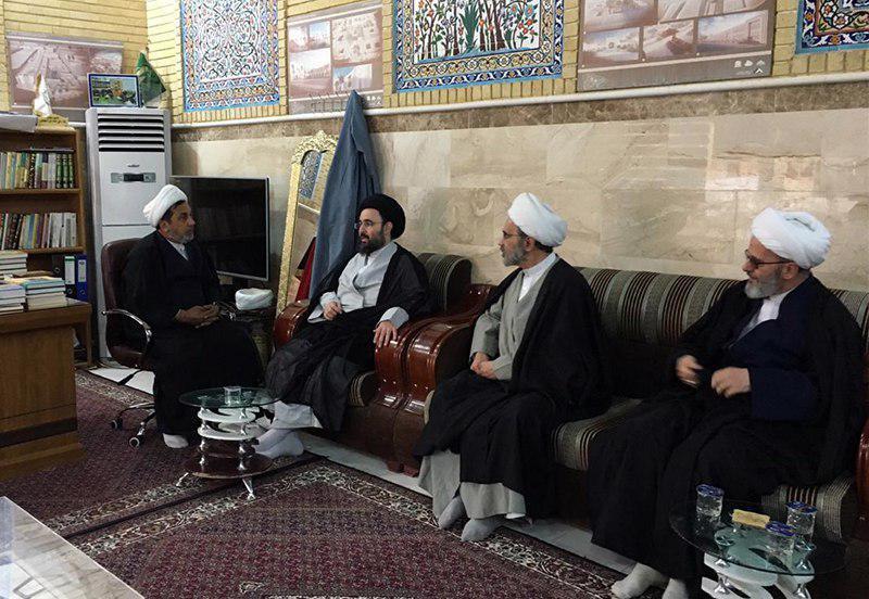 تصویر بازدید اعضای دفتر مرجعیت از مقام حضرت ذی الکفل علیه السلام و مسجد تاریخی النخیله در شهر کفل