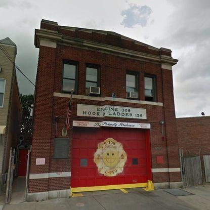 تصویر آتش نشان مسلمان در نیویورک در پی شکایت از تبعیض و نژاد پرستی، غرامت دریافت کرد