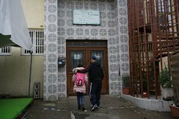 تصویر برنامه فرانسه برای محدود کردن تدریس عربی در مساجد