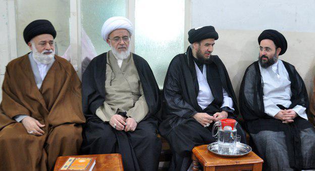 تصویر دفتر آیت الله العظمی شیرازی در شهر مقدس کربلا میزبان طلاب علوم دینی و عشایر عراقی و مؤمنانی از کشور عربستان