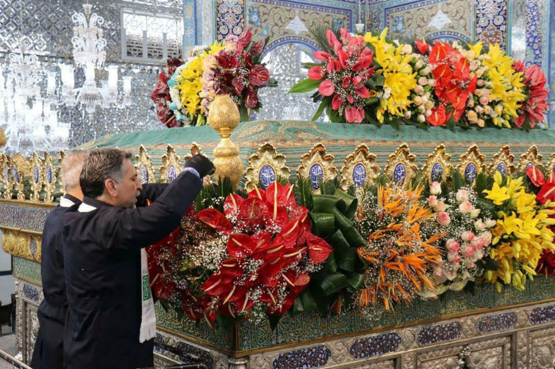 تصویر گزارش تصویری-گل آذین ضریح مطهر زینبی در شهر دمشق سوریه در سال روز ولادت حضرت زینب کبری سلام الله علیها