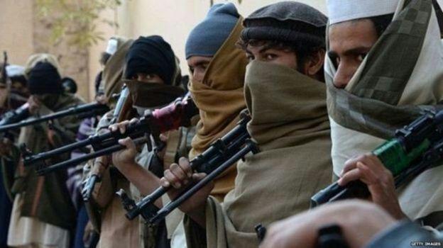 تصویر دستگیری عضو ارشد سنی های تندروی طالبان در پاکستان