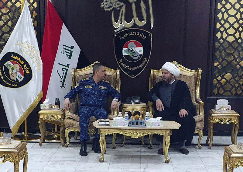 تصویر دیدار نماینده دفتر مرجعیت شیعه در شهر مقدس نجف، با مقامات وزارت کشور عراق در بغداد
