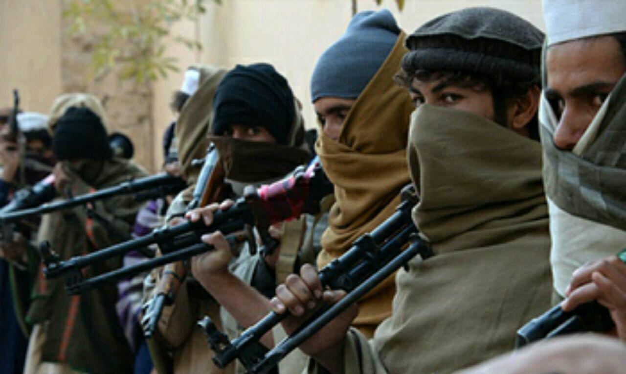 تصویر انهدام ۱۵ قرارگاه طالبان در شرق افغانستان