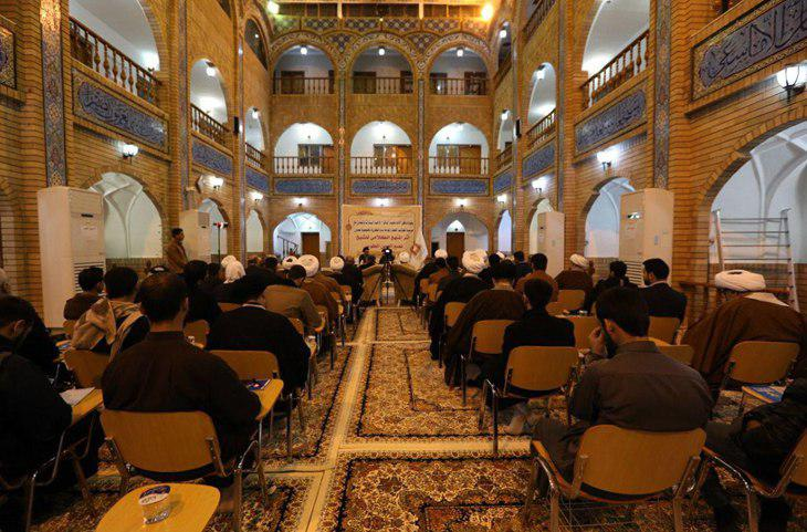 تصویر حضور مدیر دفتر مرجعیت شیعه در شهر مقدس نجف در سمینار کلامی شیخ طوسی