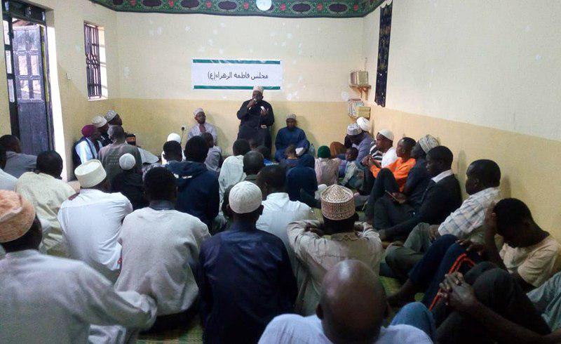تصویر برپایی مجلس عزای فاطمی در حسینیه «المحسن علیه السلام»، در کنیا