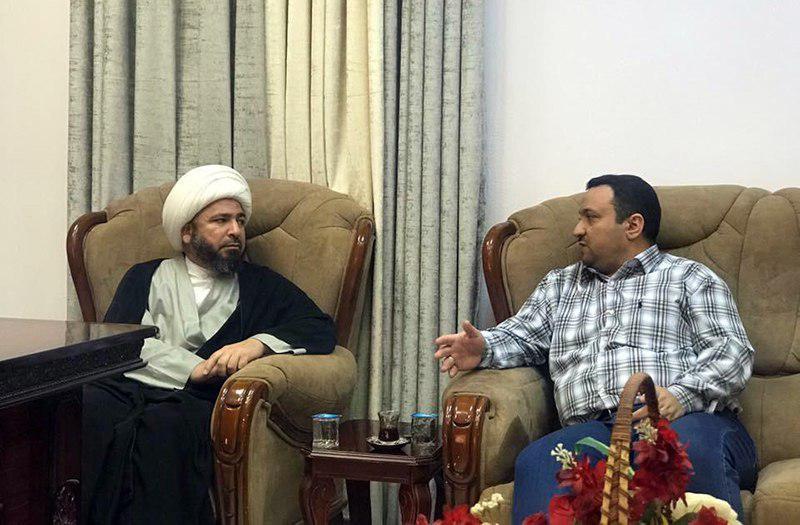 تصویر بازدید نماینده دفتر مرجعیت از بیمارستان الزهراء سلام الله علیها در نجف اشرف