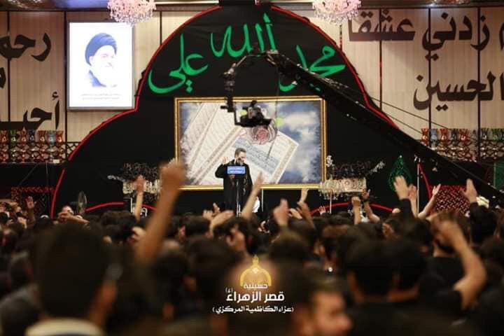 تصویر اعطای لقب «سلطان منبر حسینی»، به مداح اهل بیت علیهم السلام  «ملا باسم کربلایی»
