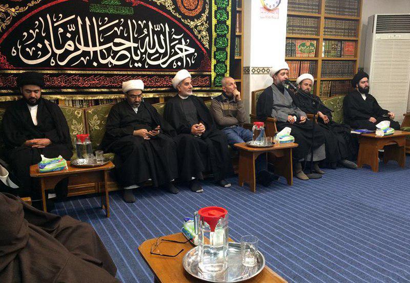 تصویر حضور عزاداران فاطمی در دفتر آیت الله العظمی شیرازی در نجف اشرف