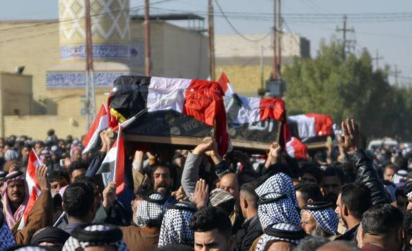 تصویر تشییع پیکر ۶ شهروند عراقی اعدام شده به دست داعش