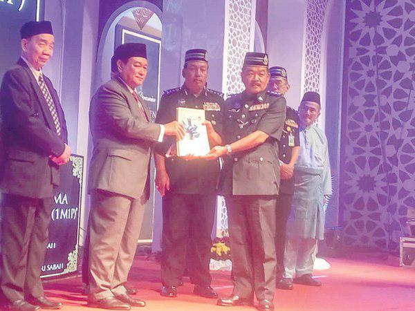 تصویر اجرای طرح یک مسجد یک پلیس در مالزی