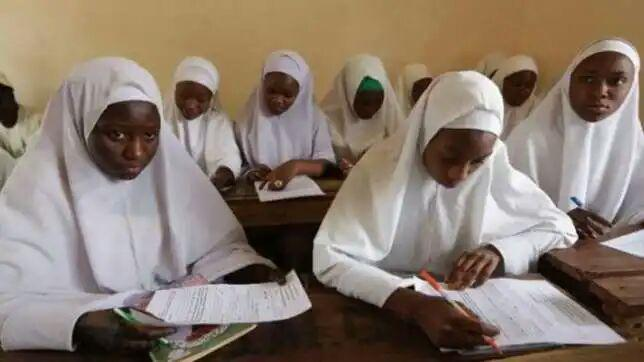 تصویر جامعه دانشآموزان مسلمان نیجریه علیه ممنوعیت حجاب در مدارس شکایت کرد
