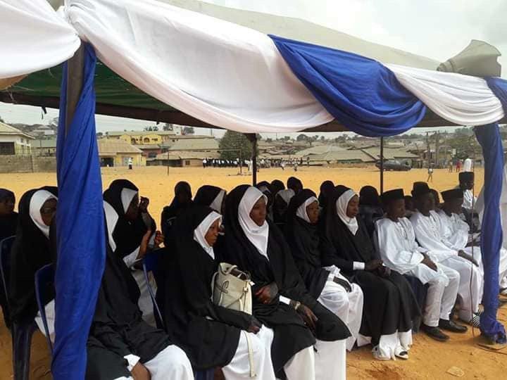 تصویر جشن ازدواج تعدادی از جوانان شیعه نیجریه در ایام میلاد حضرت زهرا سلام الله علیها