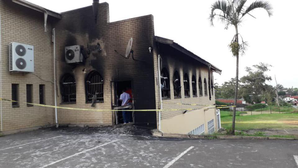 تصویر به آتش کشیدن مسجدی در دوربان آفریقای جنوبی