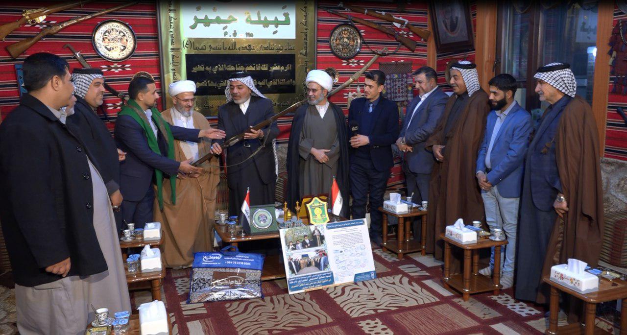 تصویر هدیه تاریخی عشایر عراق به موزه مجموعه رسانه ای امام حسین علیه السلام